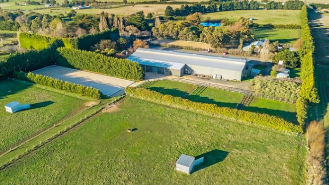 Kyneton's Sunbury Lodge Equestrian Centre still on the market