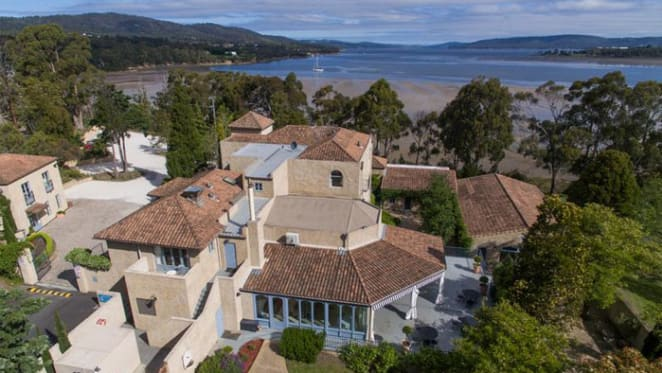 Tasmania's stunning  Villa Howden hits the market