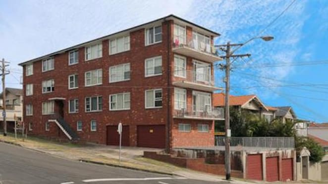 Coastal apartment block property at Dover Heights for auction