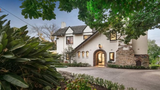 Kooyong trophy Grenfell built for The Age's Syme family listed