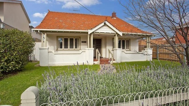 As durability of the rebound is questioned, Melbourne auction prices still selling 10% above pre-auction price guide