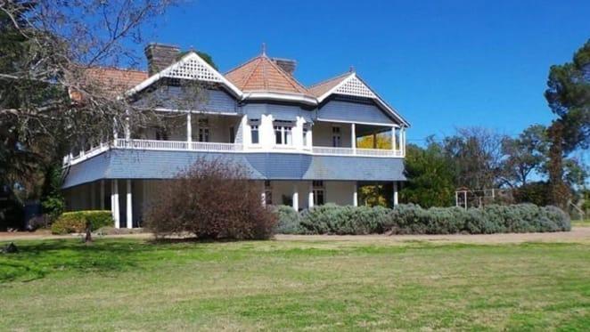 Glen Alpine, the Horbury Hunt designed mansion, listed
