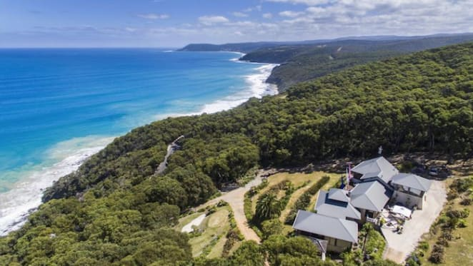 Kilolo, the Getaway-featured Stayz offering at Big Hill, Lorne listed