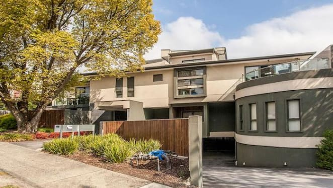 Templestowe Lower three bedroom apartment sold by mortgagee