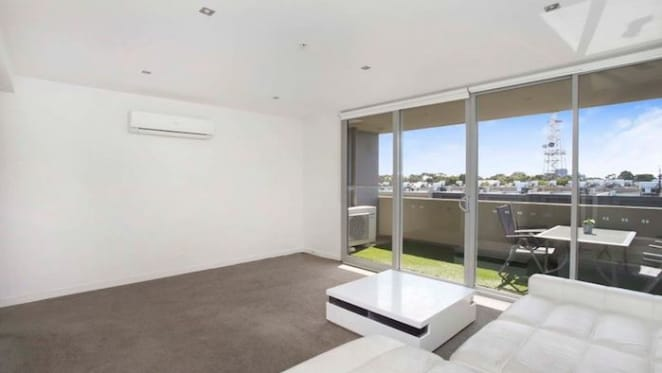 $60,000 loss taken on Melbourne apartment, as weekend auction results improve