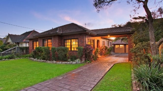 16 registered bidders compete in Strathfield auction battle
