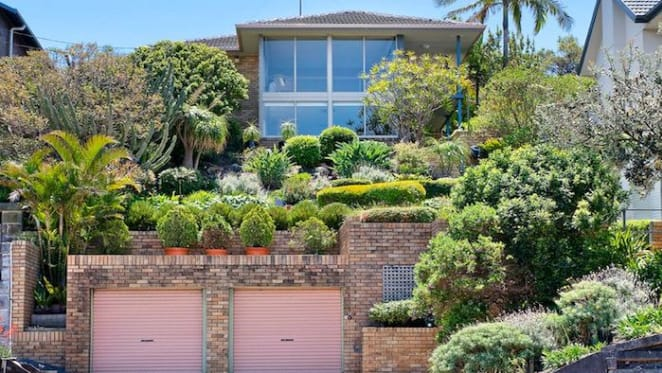 Rugby legend John Maxwell lists Maroubra home