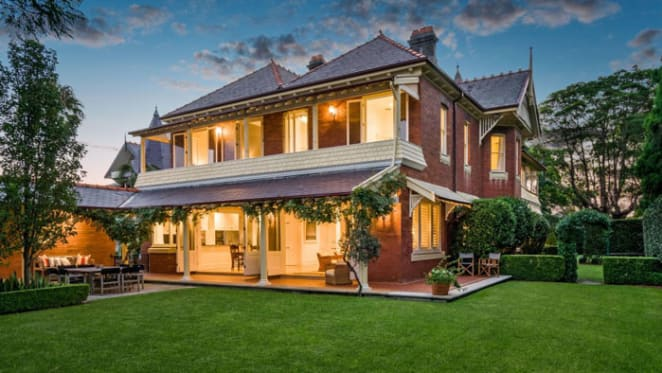 Expats emerging from hibernation as Mosman's Rona sold pre-auction for $8 million plus