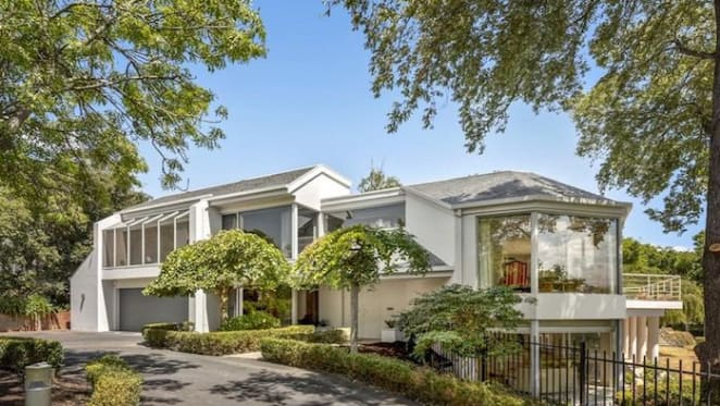 Architectural family home Waveney in Mount Eliza listed for $4 million