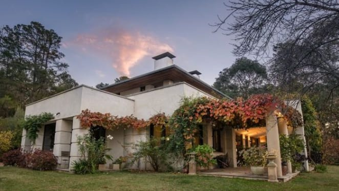 Radiologist Professor Ken Neale sells Doyne Hill House at Mount Panorama