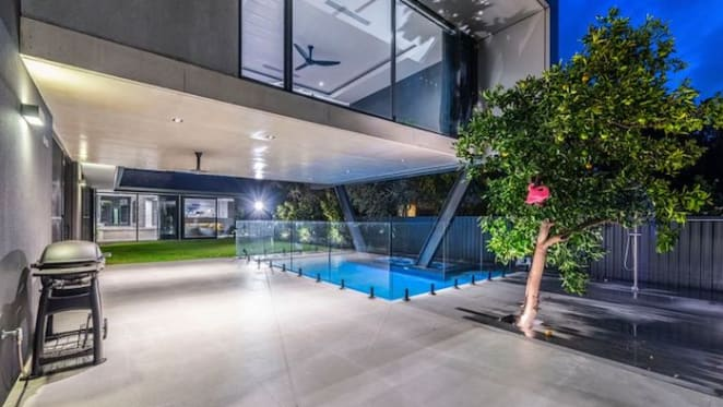 Mount Pleasant trophy home near the Swan River listed