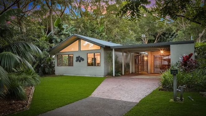 Minister for the Arts Don Harwin buys at Pearl Beach