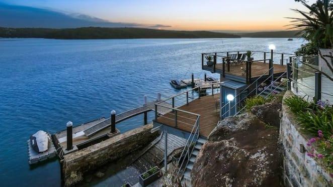 Cricketer Nathan Lyon sells Port Hacking waterfront for $200,000 loss