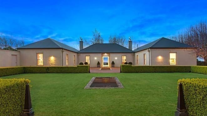 Edward Jewell Tait sells Two Gates Farm, Robertson