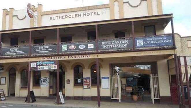 Historic hotel at Rutherglen for sale