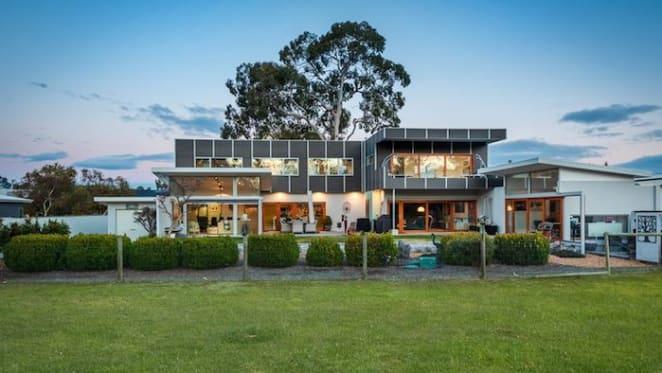 Beachside home in Seven Mile Beach, Tasmania sold