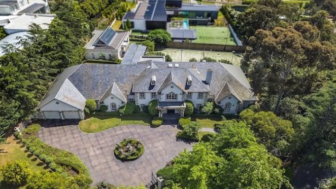 Templestowe trophy home on a lifestyle acre sold