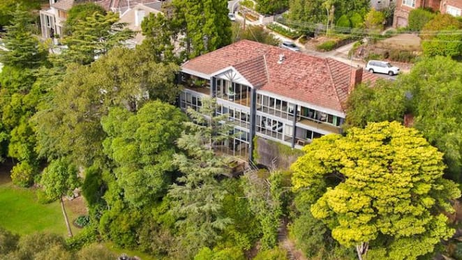 Exclusive Toorak home fronting the Yarra River listed