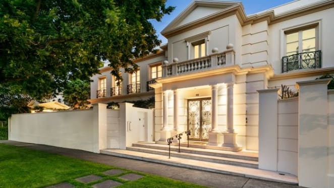 Fashion designer Fella Hamilton lists Toorak apartment