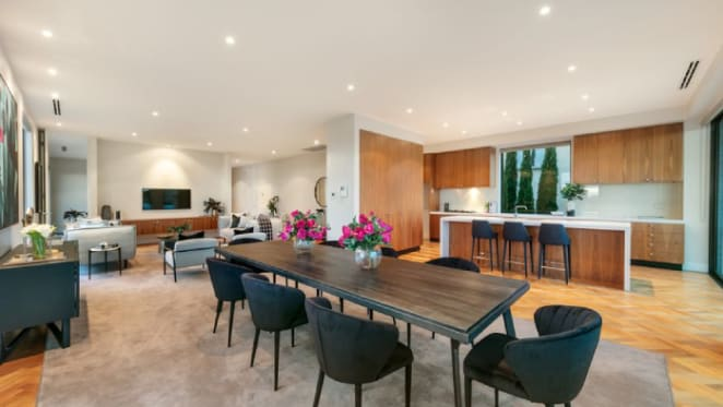 Sir Donald Trescowthick's Toorak apartment sells on auction eve