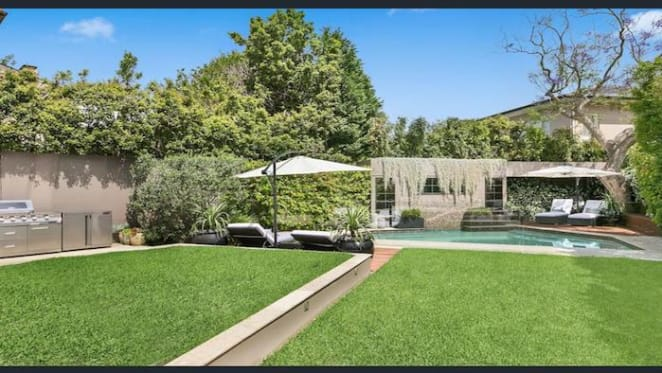 Vaucluse home sells for $900k loss
