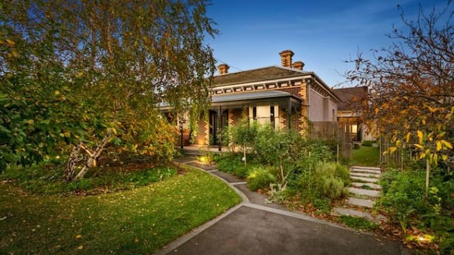 Former NAB chief of staff Rosemary Rogers lists Williamstown trophy home