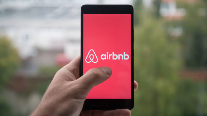 Airbnb plans to help house 100,000 COVID-19 responders