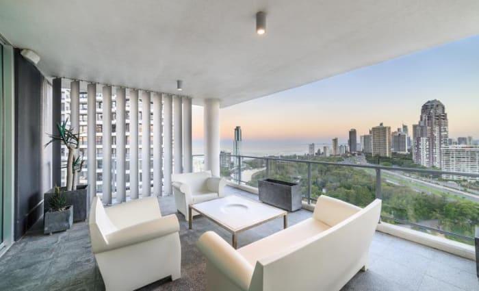 Tony Quinn sells Main Beach apartment ahead of auction