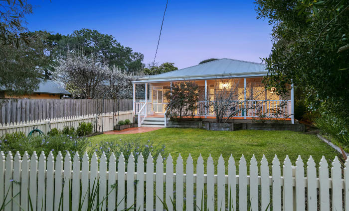 Late sports broadcaster Drew Morphett's Mt Martha holiday home listed