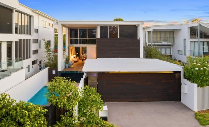 Contemporary Fairfield mortgagee home sells for $100k loss after 92 bid auction