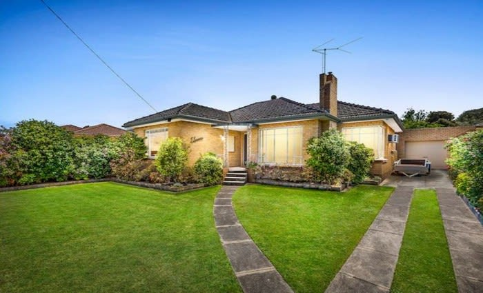 Over 1000 Melbourne weekend auctions with Bentleigh East the busiest