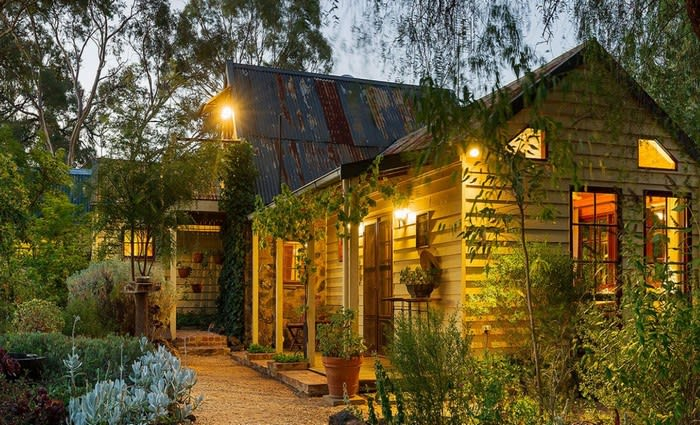 Travel Guides duo Kevin and Janetta list historic Bendigo home