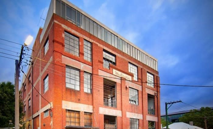 Sports commentator Bruce McAvaney sells Melbourne warehouse apartment