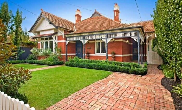 Natalie Bassingthwaighte set for Byron Bay move