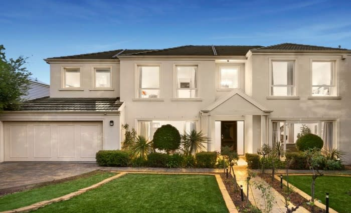 Parkside Camberwell trophy home passed in at auction