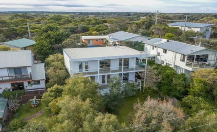 Pocket change lost on Cape Paterson, Victoria mortgagee home sale