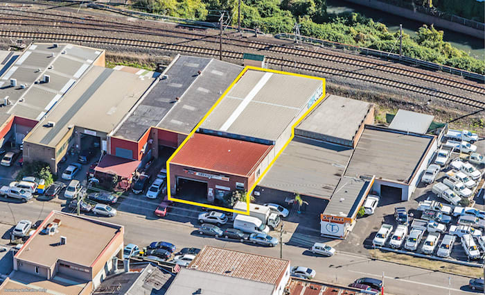 Local owner-occupier snaps up freestanding Clyde warehouse