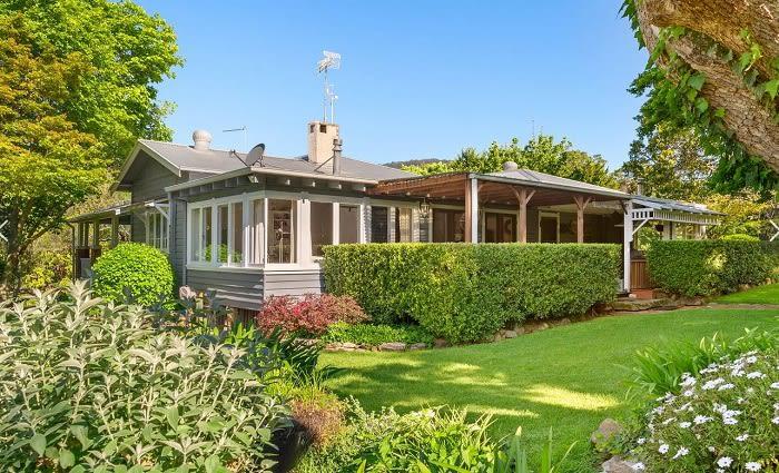 Film directors George Miller and Margaret Sixel buy Tim Farriss' Kangaroo Valley retreat