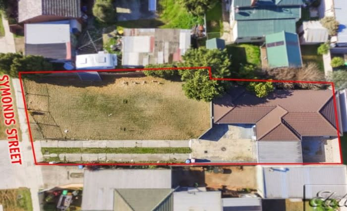 Two bedroom Golden Square, Vic mortgagee home sold for $290,000