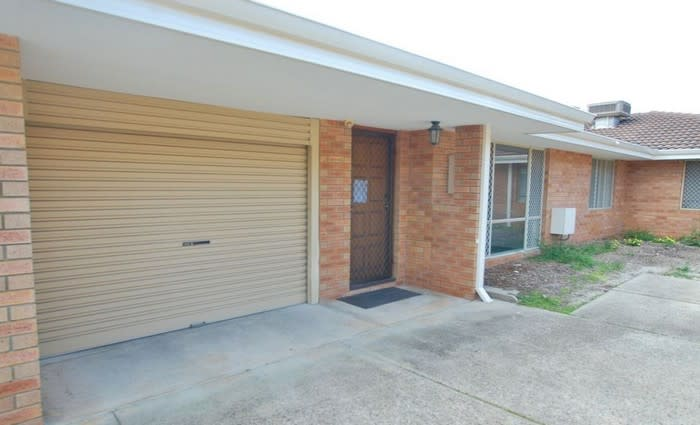 Morley, WA mortgagee home listed for less than 2008 sale price