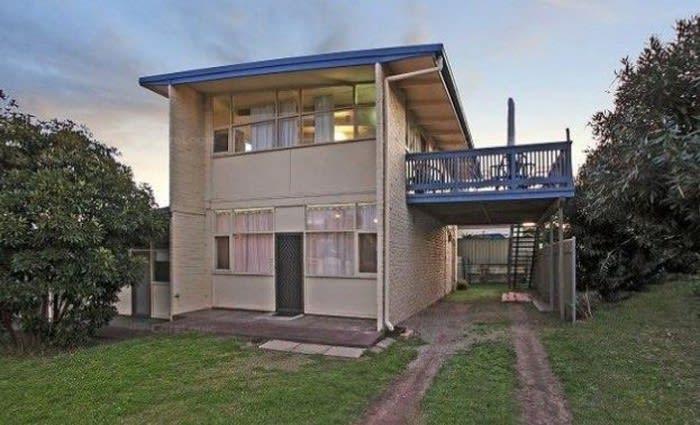Noarlunga, SA mortgagee unit listed for less than 2012 price