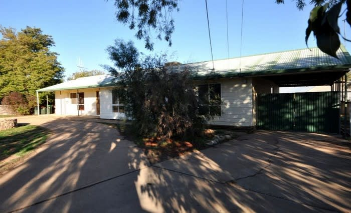 Stirling North, SA mortgagee home listed for half previous sale price