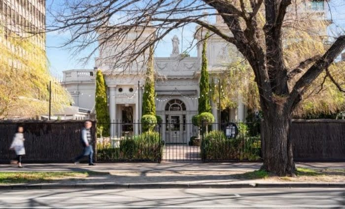 Former Melbourne home of collapsed wedding reception venue, The Willows, for sale