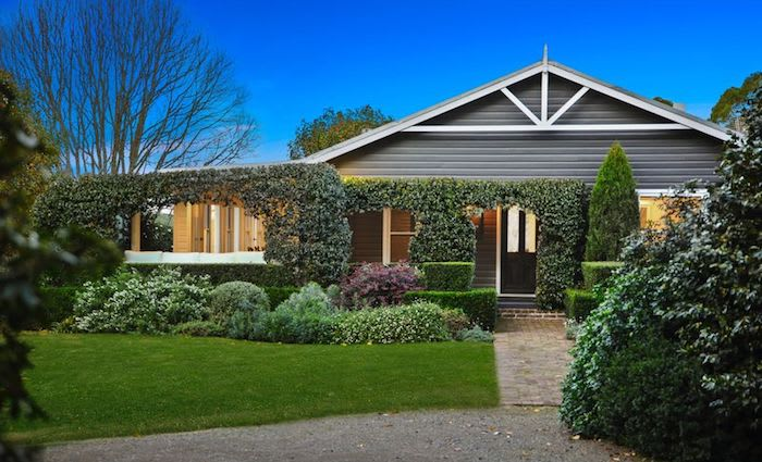 McGrath chief auctioneer sells Burrawang cottage
