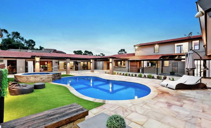 Socceroo Tim Cahill lists Melbourne home