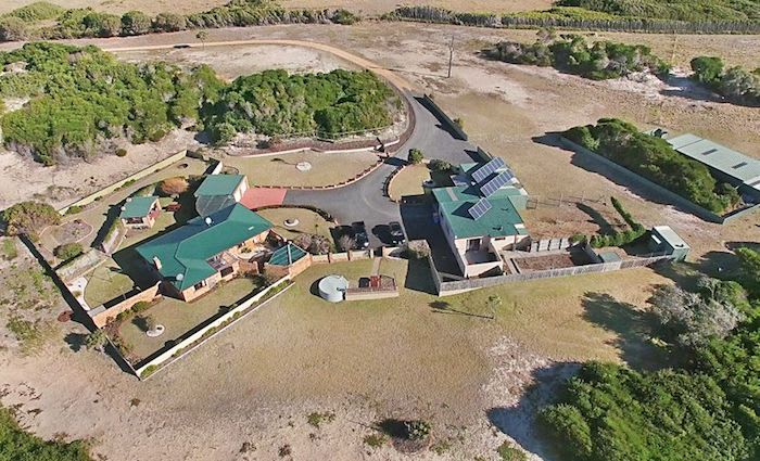 Home at Tasmania's Chain of Lagoons Beach remains listed for sale