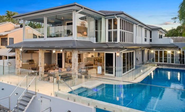Billionaire Bob Ell sells at Noosa