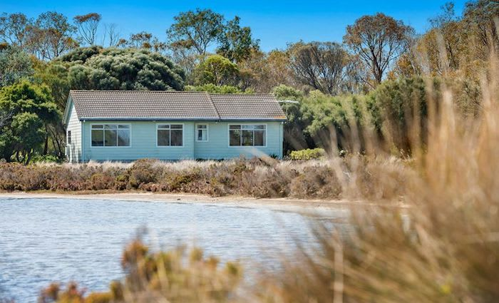 Waterfront Swan Bay, Queenscliff cottage with seagrass views listed