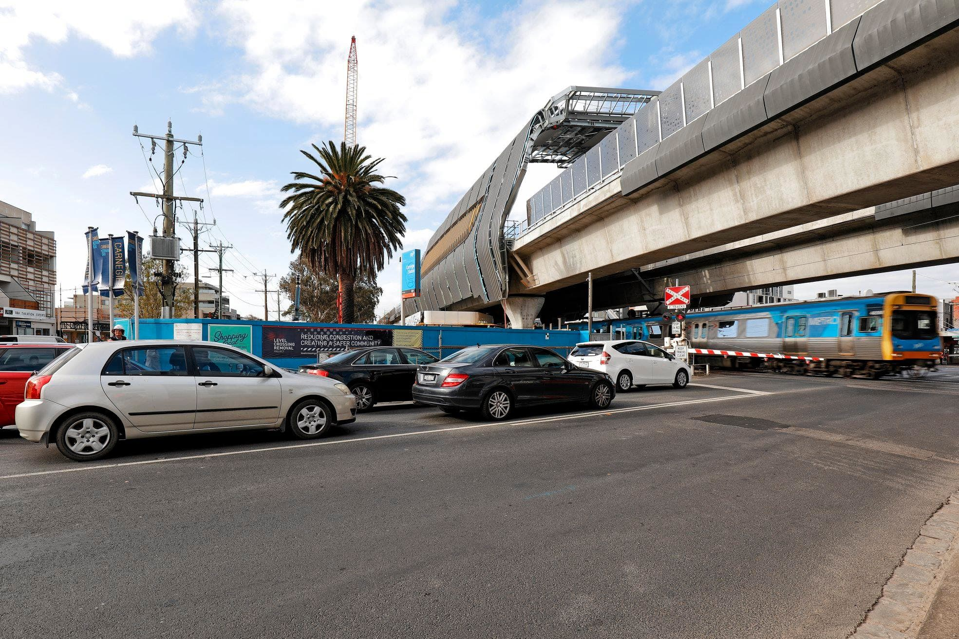 Final Dandenong corridor level crossings to be removed by June 17th