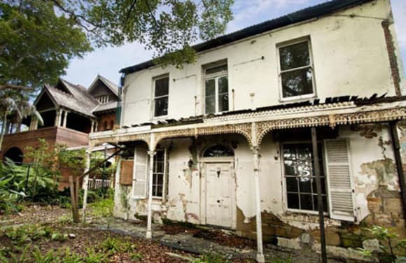 Mike Cannon-Brookes inspects Clyde Cottage, Woollahra